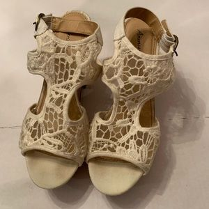 American Eagle Wedge Cream Colored Shoes size 6.5W